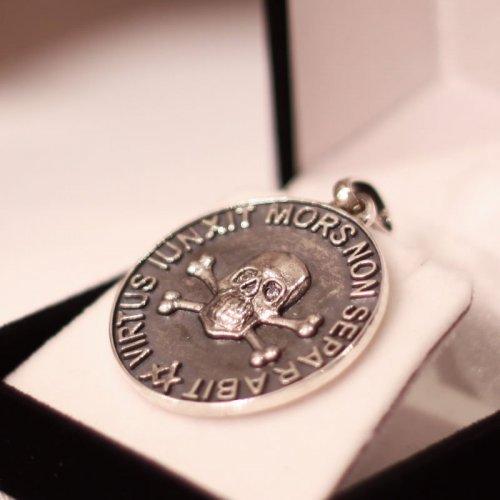 Masonic pendant - Virtus Junxit Mors Non Seperabit, Zircon eyes Skull